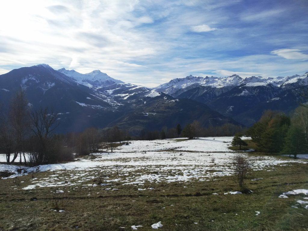 vue sur le massif de La lauziere et le Col de la madeleine